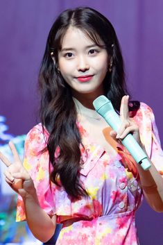 IU 190428 Sudden Attack Fanmeeting Lee Sung Kyung, Korean Women, Korean Singer, Girl Crushes, Kpop Girls, Girl Group, Fandom, Celebs, Entertainment