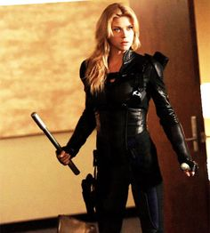 Bobbi Morse out on a mission in Agents of SHIELD 3x06