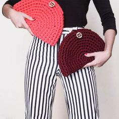 to ] Great to own a Ray-Ban sunglasses as summer Crochet Clutch Bags, Crochet Wallet, Crochet Handbags, Crochet Purses, Crochet Bags, Crochet T Shirts, Crochet Fabric, Fabric Yarn, Knit Crochet