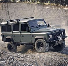 - Practical & Flexible - By @landroveroffroadextrem #landrover #defender110csw #landroverdefender #landroverphotoalbum #4x4