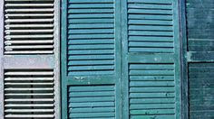 Le persiane in legno, infatti, essendo costantemente sollecitate dagli agenti atmosferici e dalla luce solare, necessitano una manutenzione particolare per garantire la durata del legno e della vernice. La ristrutturazione delle persiane, per essere efficace e ottimale, deve essere effettuata almeno ogni 4 anni