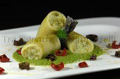 Paccheri ripieni al baccalà mantecato, su passata di piselli, con polvere di pistacchi, croccantini di melanzane al balsamico e pomodorini d...
