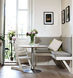 55 Stunning Small Dining Room Table Furniture Ideas - Page 14 of 56 Kitchen Corner Bench, Dining Room Corner, Dining Nook, Kitchen Nook, Dining Room Design, Dining Room Table, Small Dining Rooms, Dining Table Small Space, Kitchen Banquette