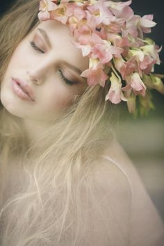Photo shoot for a bridal magazine featuring Remy Ryan as our Ethereal Beauty. Gatsby Headband, Foto Fashion, Ethereal Beauty, Belle Photo, Girly Girl, Pink Girl, Flowers In Hair, Beach Flowers, Her Hair