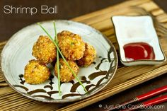 polpette rezept Crunchy and flavorful deep fried shrimp ball made with black tiger prawns, popular Japanese appetizer for home cook meals. Easy Japanese Recipes, Japanese Food, Asian Recipes, Japanese Dishes, Asian Foods, Shrimp Recipes, Appetizer Recipes, Shrimp Dishes, Fish Recipes