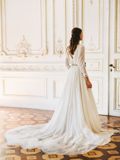 Romantic and Feminine Wedding Gown | Cathy Telle | Fine Art Curation | Wedding Sparrow