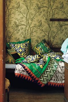 #QawayaQuilt #Anthropologie + WOW Wallpaper