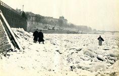 Une vue de la seine gelée au pont de Sully, en janvier 1891. L'hiver 1891 a été…