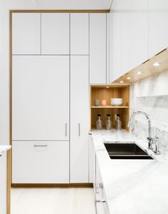 The Cube by Frame Design Lab : The kitchen was designed in collaboration with Henrybuilt. The laminate cabinets are paired with a marble countertop by SMC Stone. New Kitchen Designs, Modern Kitchen Design, Interior Design Kitchen, Stylish Kitchen, Kitchen Trends, Kitchen Ideas, Kitchen Corner, Kitchen Layout, Kitchen Decor