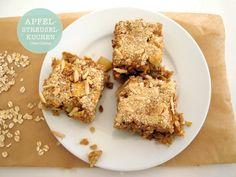 Clean Eating Rezept: Gesunder Apfel Haferflocken Streuselkuchen mit Mandelstückchen.