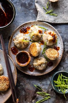 Chinese Mushroom Dumplings with Sweet Chili Ginger Sesame Sauce. - Chinese Mushroom Dumplings with Sweet Chili Ginger Sesame Sauce. Chinese Mushroom Dumplings with Sw - Sweet Chili, Sweet And Spicy, Spicy Chili, Chili Chili, Pasta Integral, Chinese Mushrooms, Homemade Dumplings, Mushroom Recipe, Healthy Recipes