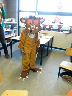 Adapt a onsie and add this gorgeous homemade mask to become the Gruffalo (by Julia Donaldson) for a day. Gruffalo Costume, Gruffalo Party, The Gruffalo, Gruffalo Characters, Storybook Characters, Book Character Day, Book Character Costumes, World Book Day Costumes, Book Week Costume