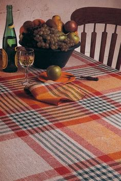 Using four shafts, you can weave a tablecloth twice as wide as your loom! Get this pattern plus 9 more doublewidth projects in this eBook! Loom Weaving, Hand Weaving, Weaving Projects, Custom Rugs, Weaving Patterns, Textile Art, Needlework, Kitchen Decor, Fiber