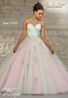 Style LYZOX LAYERED TULLE WITH EMBROIDERY AND BEADING. Matching Bolero. Available in Champagne/Bubble, Mint/Bubble Precio: $ 2.066.350 Pesos Colombianos Precio: $ 939.00 Dólares Americanos