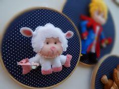 Quadro Maternidade Bastidor Pequeno Príncipe.    Confeccionado em tecido e feltro, sendo o jogo com 3 bastidores , um com 22 cm de diâmetro e os outros dois com 16 cm de diâmetro.