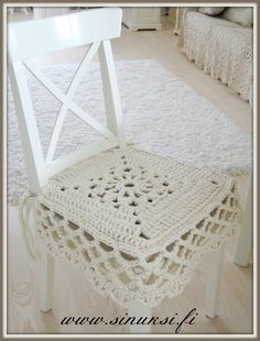 fi wp-content uploads 2013 10 Woll-Sie-Sitz p% . Crochet Decoration, Crochet Home Decor, Crochet Crafts, Crochet Projects, Crochet Motifs, Crochet Patterns, Love Crochet, Knit Crochet, Crochet Patron