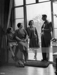 King George VI and his wife, the Queen Consort Elizabeth, with their children, Princesses Elizabeth and Margaret at the Royal Lodge, Windsor. (Photo by Lisa Sheridan/Studio Lisa/Getty Images). English Royal Family, British Royal Families, King George, Pincesse Margaret, Prinz Philip, Reine Victoria, Royal Queen, Casa Real, Her Majesty The Queen
