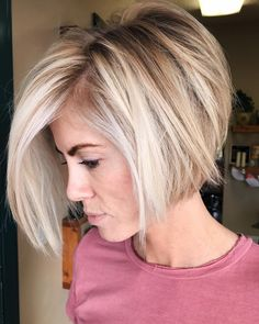 50 Stylish Layered Bob Hairstyles Messy Bob With Stacked V-Cut Layers ❤ Check out these stylish layered bob hairstyles for a daring and bold new look. Ideal for those who are tired of boring and unmanageable hair. Short Stacked Haircuts, Short Hair Cuts, Modern Haircuts, Short Bobs, Short Blonde Bobs, Short Bob Cuts, Summer Short Hair, Bob Hair Cuts, Medium Bob With Layers