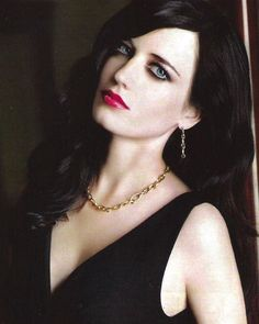 Hot pink lips and a black dress. Actress Eva Green, Hot Pink Lips, Bond Girls, French Beauty, French Actress, Pretty Face, Portraits, Beautiful Women, Beautiful People