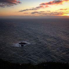 A América é logo alí. E com esse vento porquê não içar velas? #cabodaroca #portugal #igersportugal