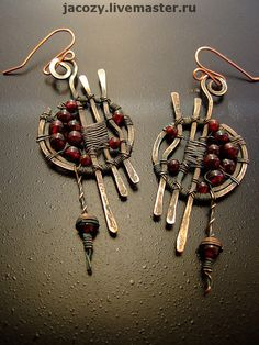 Lots of really great wire jewelry!!!