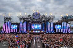 Ultra Music Festival - Miami is set to take center stage in kicking off festival season just two weeks from now. Ultra Music Festival, Edm Festival, Bühnen Design, Event Design, Festivals, Tomorrowland Festival, Concert Stage Design, Light Fest, Stage Set Design