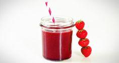 Een heerlijk rode smoothie recept met bieten, aardbeien, sinaasappel en munt. We gebruiken rauwe bieten in deze rode smoothie. Super gezond en erg lekker!