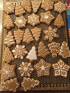 Gingerbread cookies courtesy of Kate VanNice Gingerbread Icing, Gingerbread Decorations, Christmas Gingerbread, Christmas Dishes, Christmas Desserts, Holiday Baking, Christmas Baking, Biscuit Decoration, Christmas Sugar Cookies