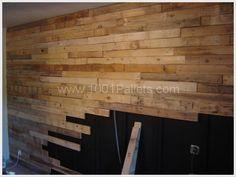 Recouvrement d'un mur de cuisine en planches de palettes... 120 planches environ, tasseaux, chevilles et pointes... Le mur et les tasseaux ont été peints e