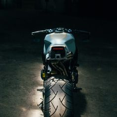 Genial Honda CBR954RR completamente reconstruida