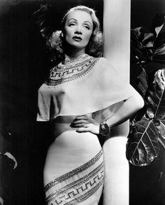 ♥Vintage♥   СПЛЕТНИКМарлен Дитрих в платье от Gilbert Adrian, 1946 г