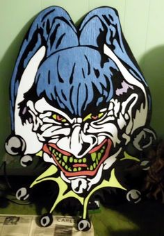Halloween Forum member giant plywood clown head Views: 526 Size:  97.4 KB