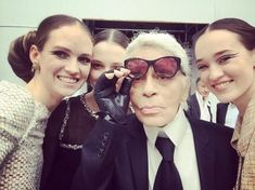 Adrienne Jüliger avec Karl Lagerfeld au show Chanel