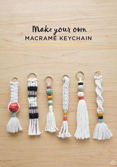 Instructions: DIY keychain with tassel and macramé - Di .- Anleitung: DIY-Schlüsselanhänger mit Quaste und Macramé – Diy Projekt Instructions: DIY keychain with tassel and macramé pendant - Pot Mason Diy, Mason Jar Crafts, Keychain Diy, Keychain Ideas, How To Make Keychains, Make Your Own Keychain, Handmade Keychains, Tassel Keychain, Diy Yarn Keychains