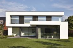 Woning BS. Modern Architecture House, Beautiful Architecture, Architecture Design, Morden House, Atrium House, Modern Villa Design, House On The Rock, Dream House Exterior, Modern House Plans