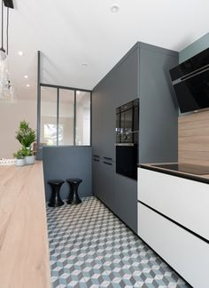 Quartier Monplaisir - MARION LANOE, Architecte d'intérieur et décoratrice, Lyon Sweet Home Design, Wood Bars, Lyon, Kitchen Interior, Wood Projects, Kitchen Dining, Home Furniture, New Homes, Interior Design