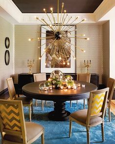 The round dining table for 6 and the contemporary lighting create a perfect dining room decor. Design Eclético, The Design Files, House Design, Design Ideas, Design Styles, Dining Room Inspiration, Interior Inspiration, Inspiration Design, Sweet Home
