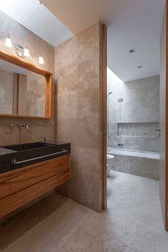 Banheiros modernos por ESTUDIO GEYA
