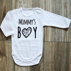 Body Mommys BOY - Rękodzieła i Handmade od Moocha Mommys Boy, Children, Boys, Handmade, Clothes, Fashion, Young Children, Baby Boys, Outfits
