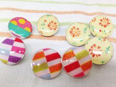 レジンアクセサリー,レジン小物を作ってみよう!くるみボタンのキットを活用して作れる、簡単レジンボタン。初心者にお勧めです。