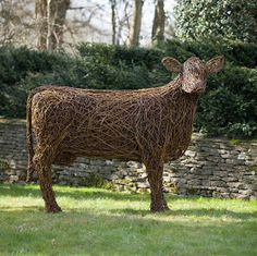 Emma Stothard's willow sculptures are on display at the Orchard Lawns on the Highgrove Estate, of beautiful farm animals. Outdoor Garden Statues, Outdoor Art, Garden Shop, Garden Art, Garden Design, Highgrove Garden, Twig Art, Willow Weaving, Beautiful Farm
