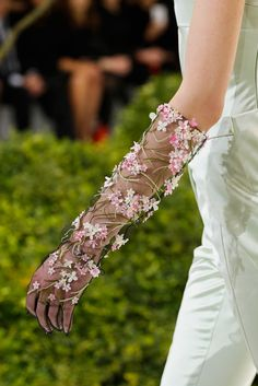 Christian Dior Spring 2013 Couture Accessories  - gloves, adorning the hand with flowers -complementing the main look. Seams are narrow and undetectable.