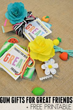Let friends know you're thinking of them with this cheerful gum gift idea + free printable! Customize for friends, teachers or neighbors! Spread the gum! #Ad #Target #GIVEEXTRAGETEXTRA