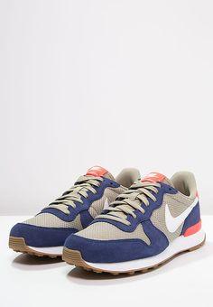 Baskets basses Nike Sportswear INTERNATIONALIST - Baskets basses - loyal blue/white/bamboo bleu: 72,00 € chez Zalando (au 31/10/16). Livraison et retours gratuits et service client gratuit au 0800 915 207.