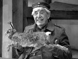 Ein Volksschauspieler, und ein äußerst populärer dazu: Willy Millowitsch (1909 – 1999) in einer Szene des Theaterstücks