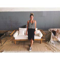 Mal cheguei no OFF da @artzzi e me apaixonei por esse sofá, parece bambu mas é de alumínio, muito mais resistente e com 50% de desc. 😱🙋🏼🌴🌊 #achados #beachstyle #decor #work #store #off #interiors #furniture #bali #style #decoration #homedecor #inlove #interiordesign #decoração #campinas