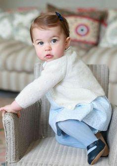 (Photos) Princesse Charlotte : quatre nouveaux clichés trop craquants - Femme Actuelle