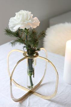 Homevialaura | Be&Liv | One vase in gold | Design by Ilkka Suppanen | Christmas decor