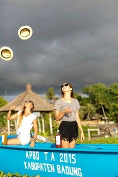 Disfrutar la vida es una cuestión de actitud. Vive el momento, vive el presente. Disfruta #HappyKombucha #Colombia #Felicidad Around The Worlds, Movies, Movie Posters, Instagram, Gift, Happiness, Colombia, Life, Films