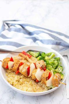 Des brochettes de Tempeh avec un petit goût asiatique à servir avec du riz et des légumes de votre choix